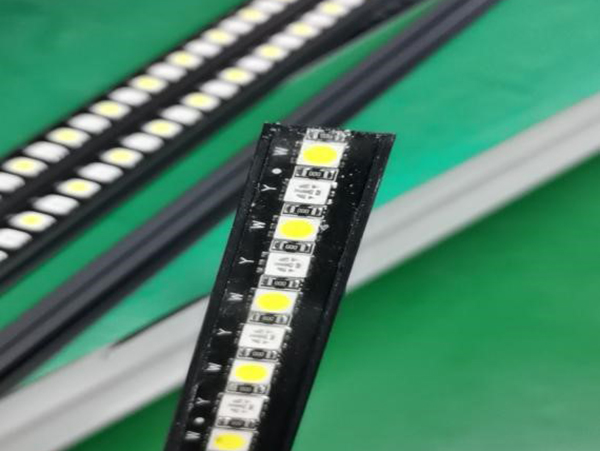 透明软性电子灌封胶帮客户解决LED灯条固封问题